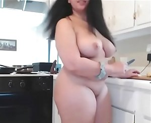 Naughty babe BBW Geekfreak loves nude cooking with butt plug
