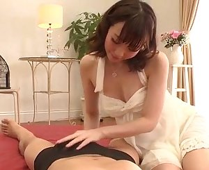 Hitomi Oki amazes with her soft skills in sucking cock